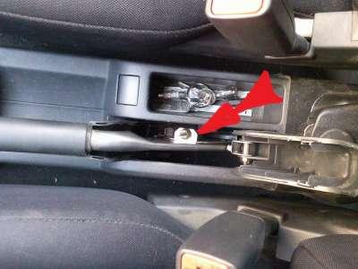 Подтягиваем ручник на автомобиле